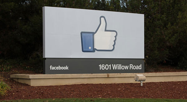 Facebook_like_sign_02.jpg